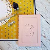 【Conifer 綠的事務】2019年 25K 奢樸 軟背精裝橫式週誌/桃粉