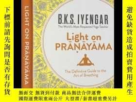 二手書博民逛書店調息之光罕見英文原版 Light on Pranayama 艾揚
