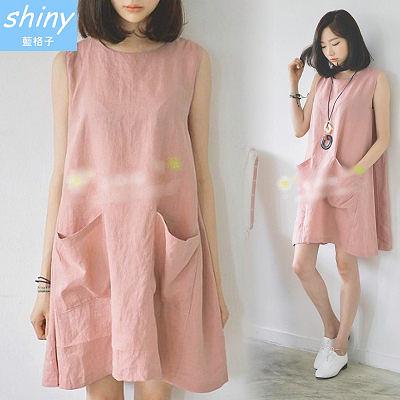 【V0118】shiny藍格子-甜美點綴.純色圓領寬鬆雙口袋背心裙