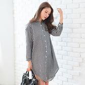 長版襯衫--文青風經典黑白撞色格紋寬鬆圓弧加長棉麻長袖襯衫(黑XL-4L)-I134眼圈熊中大尺碼◎