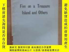 二手書博民逛書店英文書罕見Five on a Treasure laland and others 小32開 共69頁Y159