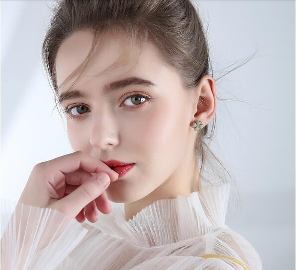 四葉草耳釘女耳環2020年新款潮簡約森系清新小巧冷淡風耳飾「草莓妞妞」