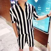 夏季男士五分袖襯衫條紋套裝韓版修身潮流V領中袖襯衣一身兩件套  「時尚彩虹屋」