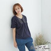 【Tiara Tiara】百貨同步 民俗風刺繡V領寬版上衣棉T(藍/灰/橘)