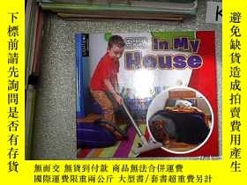 二手書博民逛書店pushes罕見and pulls in my house 推拉我的房子Y203004