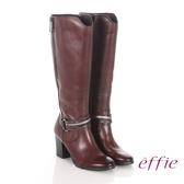 effie 魅力時尚 真皮V型金屬鍊條粗高跟長靴 咖啡