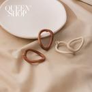 Queen Shop【07030614】木質橢圓形鏤空耳針式耳環 兩色售*現+預*