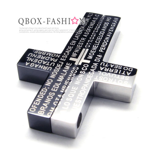 《QBOX 》FASHION 飾品【W10016551】精緻十字架經文316L鈦鋼墬子項鍊 (黑)