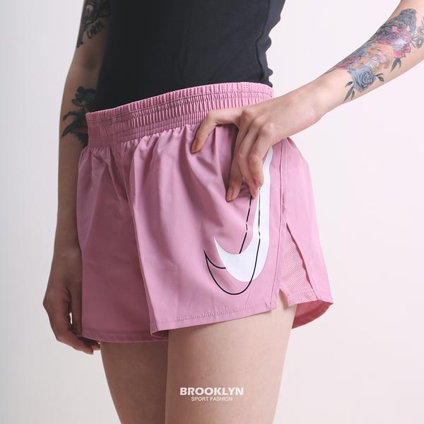 NIKE 短褲 DRI-FIT SWOOSH RUN 運動短褲 粉色 女 (布魯克林) DD4924-630