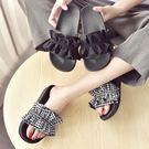 拖鞋女外穿新款韓版厚底鬆糕跟格子花邊一字拖度假沙灘鞋潮 黛尼時尚精品