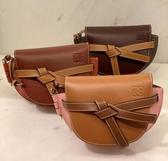■專櫃83折 ■Loewe全新真品 Mini Gate 經典小牛皮緞帶斜背包 焦糖棕及粉色