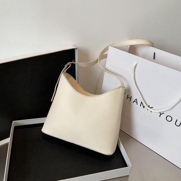 原創設計法國質感流行包包白色腋下包女2020新款潮網紅單肩水桶包 【全館免運】