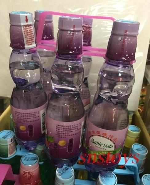 sns 古早味 懷舊零食 榮泉彈珠汽水-葡萄口味 彈珠汽水 塑膠瓶裝 6罐