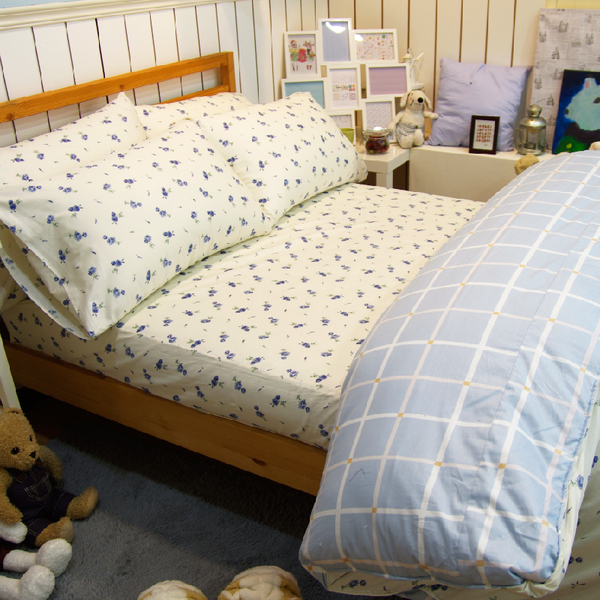 加大床包組(含枕套) / 100%精梳棉【藍玫果方塊酥】大鐘印染、台灣製造#精梳純綿