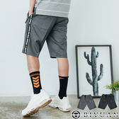 【OBIYUAN】休閒短褲 防水拉鍊 字母織帶 鬆緊抽繩 運動褲 共2色【X5615】