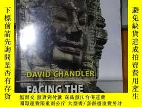 二手書博民逛書店Facing罕見the Cambodian PastY29986