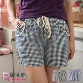 短褲 Ringbear眼圈熊-日系風味.鬆緊抽繩褲頭小格紋木釦造型短褲R132 (黑、藍M-2L)
