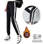 EASON SHOP(GW9085)實拍純色白條拼接字母印花刷毛加絨加厚綁繩收腰束腳運動褲休閒褲女長褲直筒棉褲