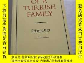 二手書博民逛書店PORTRAIT罕見OF A TURKISH FAMILYY31