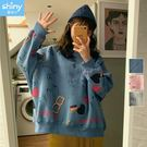 【V2773】shiny藍格子-俏皮可愛.趣味塗鴉內絨寬鬆長袖上衣