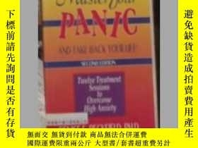 二手書博民逛書店英文原版罕見Master Your Panic and Take