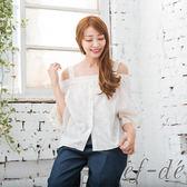 【ef-de】激安 露肩平口緹花排釦五分袖綁帶上衣(白/粉/藍)