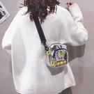小包包女新款潮流行韓版超火百搭學生休閒寬帶斜 『洛小仙女鞋』