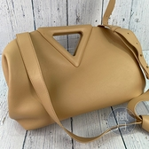 BRAND楓月 Bottega Veneta BV 652446 淺膚色 POINT V字造型 手提包 斜背包 中款