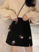 短裙 秋冬裝新款復古刺繡A字短裙子包臀開叉高腰毛呢半身裙