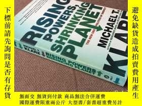 二手書博民逛書店Rising罕見Powers, Shrinking Planet