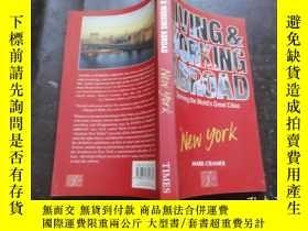 二手書博民逛書店Living罕見and Working New York (Cu