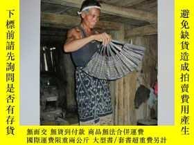 二手書博民逛書店Spirits罕見in the Loom:Religion and Design in Lao-Tai Texti