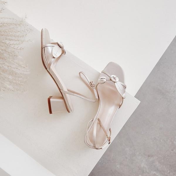 手工真皮女鞋34-39 2020新款歐美百搭仙女風亮片花朵粗中跟涼鞋 OL工作鞋 ~3色