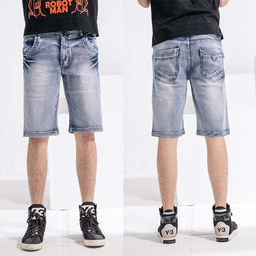 牛仔短褲-質感皮標手工刮破牛仔短褲