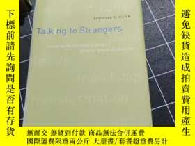 二手書博民逛書店Talking罕見to Strangers: Anxieties of Citizenship since Bro