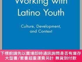 二手書博民逛書店預訂Working罕見With Latino Youth: Culture, Development, And C