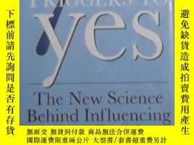 二手書博民逛書店英文原版罕見The 7 Triggers to Yes by R