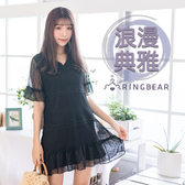 黑色洋裝--空花蕾絲V領透膚五分荷葉短袖細褶下襬A字連身裙(黑M-3L)-D473眼圈熊中大尺碼