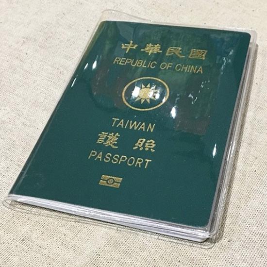 磨砂護照套  防刮 防水 防塵 透明 護照夾 證件套 防磨 PVC 軟膠 卡套 護照保護套【Z207】生活家精品