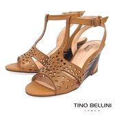 Tino Bellini 巴西進口幾何沖孔木紋工藝楔型涼鞋 _ 棕 B83229 歐洲進口款