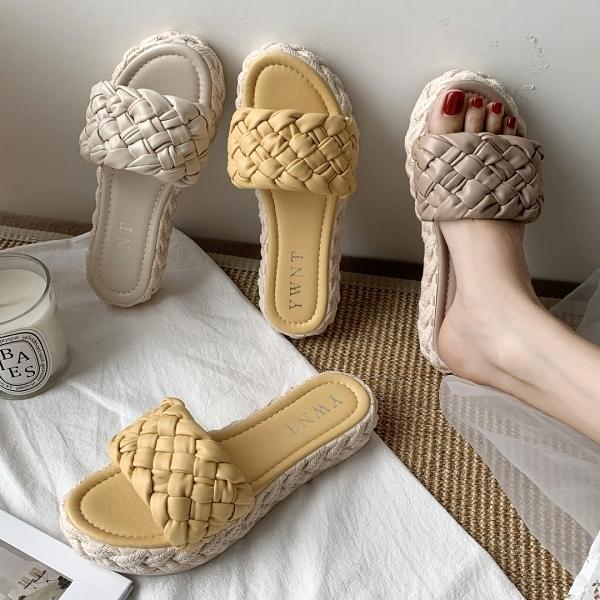 拖鞋.簡約百搭質感編織寬版一字草編厚底拖鞋.白鳥麗子