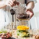[送蓋子]零食玻璃儲物罐 英文字母玻璃碗 甜品水果沙拉碗 收納罐 玻璃罐 零食收納罐【RS886】