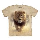 【摩達客】(預購) 美國進口The Mountain  揚塵獅王 純棉環保短袖T恤(10416045029a)
