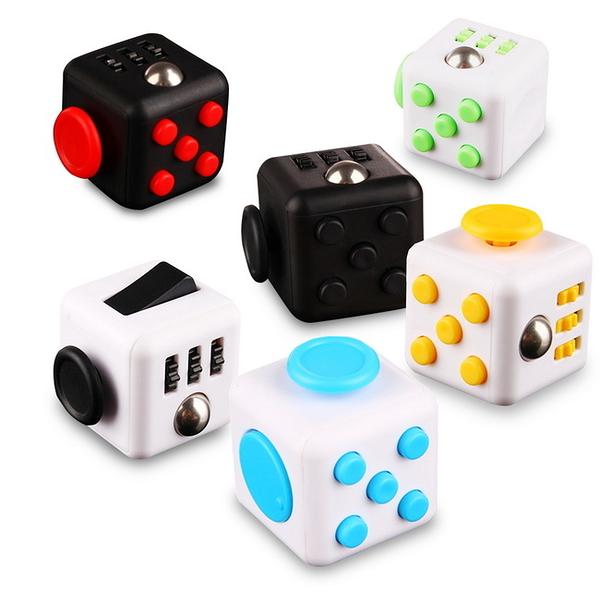 (一組2入)FC03療癒款舒壓方塊(Fidget Cube)(顏色隨機)
