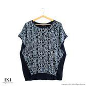 【INI】率性風格、字母印花休閒剪裁上衣.綠色