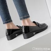 英倫風ins小皮鞋女2019新款學生百搭一腳蹬圓頭漆皮復古粗跟單鞋  圖拉斯3C百貨