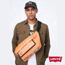 Levis 男女同款  肩背包 / 復古工業風 / Logo 邊條