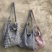 chic秋新款經典格子單肩斜挎包女書包拉鏈布袋子格紋帆布包包購物