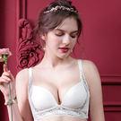 ◆無鋼圈搭配成型棉,舒適不緊繃◆下厚上薄成型棉,胸型上挺圓潤◆副乳側包片延伸,包覆不外擴