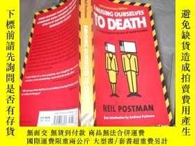 二手書博民逛書店Amusing罕見Ourselves to Death:Publ